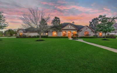 STUNNING WATERFRONT PROPERTY IN LAKE POINTE ESTATES